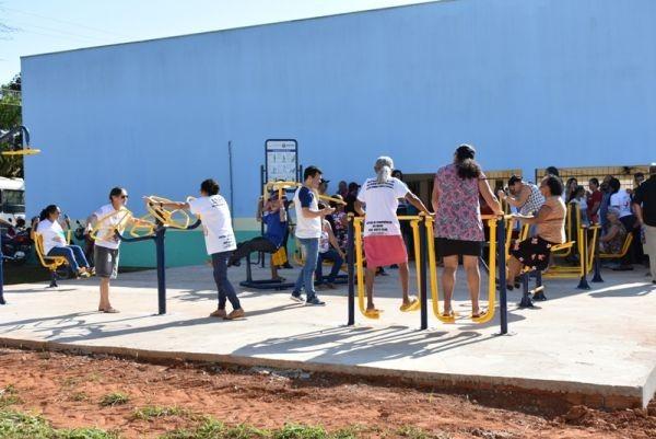 """Prefeitura inaugura academia ao """"Ar Livre"""" especial no Lar do Idoso"""
