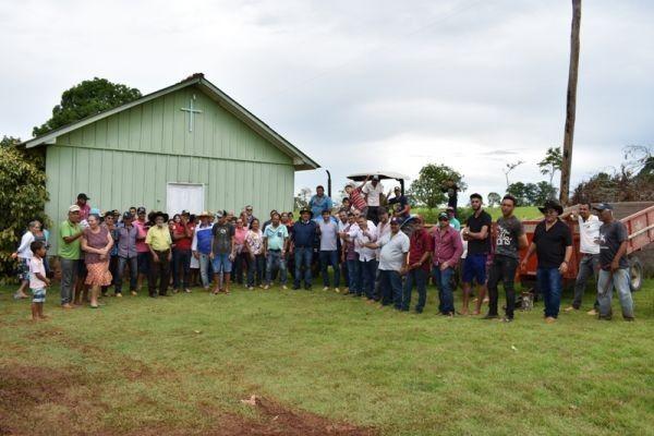 Prefeitura entrega trator para associação de agricultores