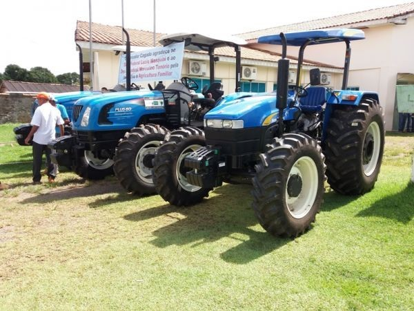 Município recebe tratores agrícola através de emenda